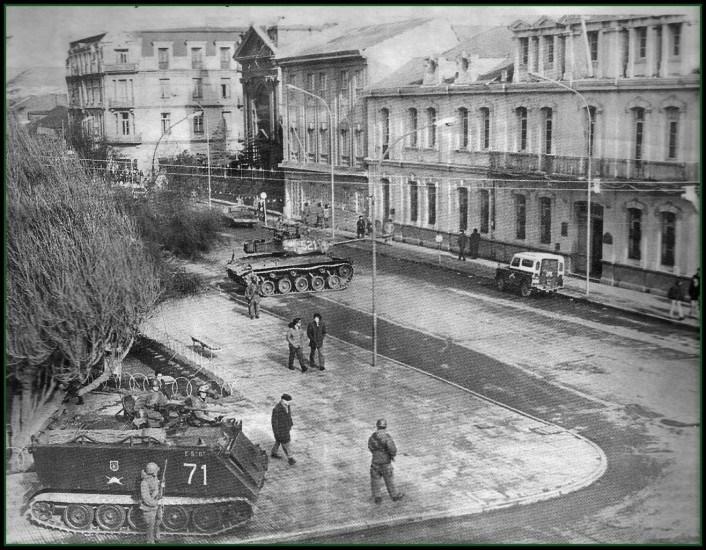Enterreno - Fotos históricas de chile - fotos antiguas de Chile - Plaza de Punta Arenas 11 de Sept de 1973