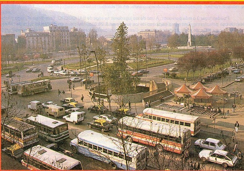Enterreno - Fotos históricas de chile - fotos antiguas de Chile - Sector Plaza Baquedano en la década de los  80´s
