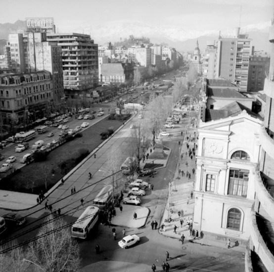Enterreno - Fotos históricas de chile - fotos antiguas de Chile - Alameda de Santiago en 1963