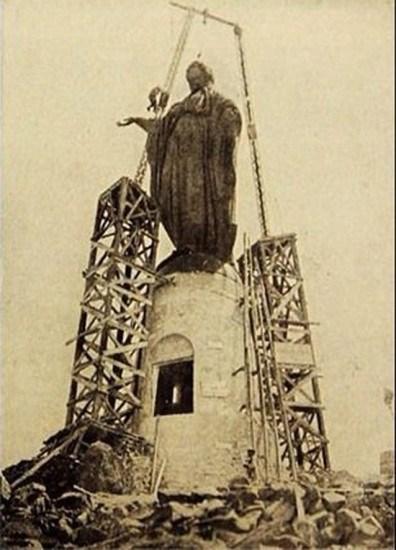 Enterreno - Fotos históricas de chile - fotos antiguas de Chile - Instalación de la Virgen del Cerro San Cristóbal en 1908
