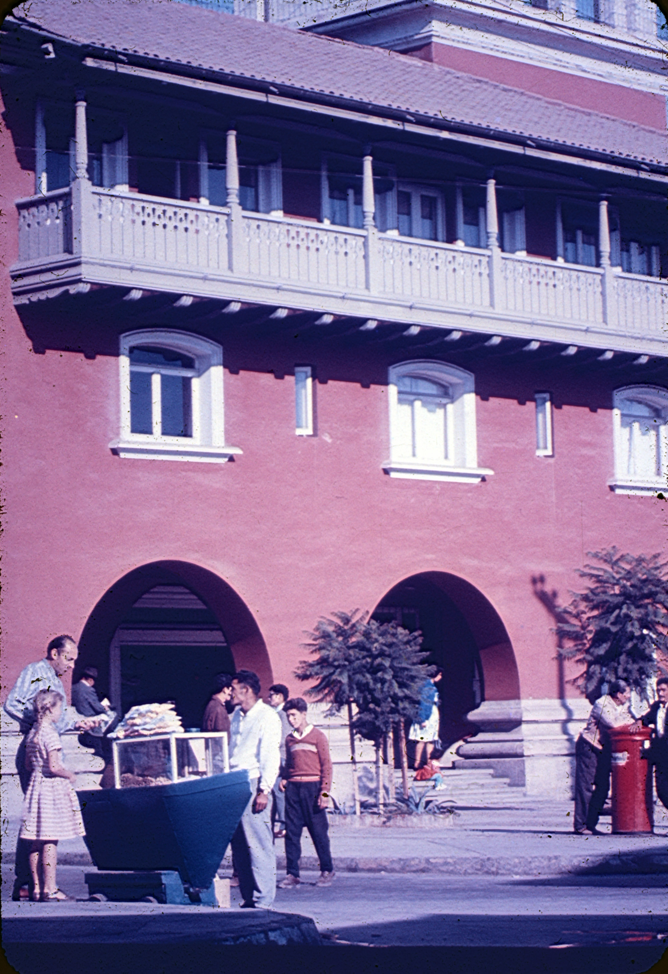 Enterreno - Fotos históricas de chile - fotos antiguas de Chile - Carrito manicero en La Serena, 1960s