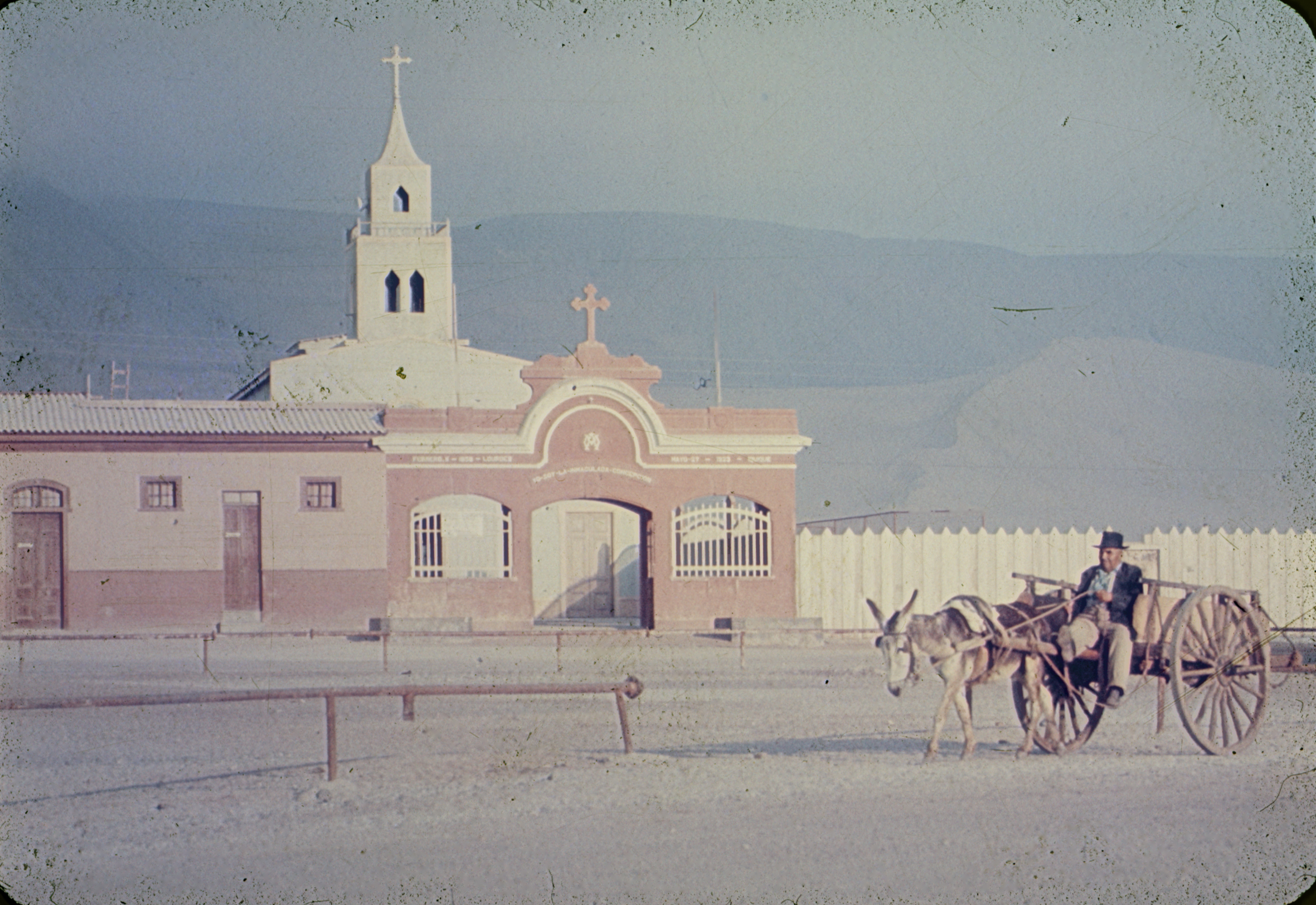Enterreno - Fotos históricas de chile - fotos antiguas de Chile - Gruta de Lourdes de Iquique, 1960s