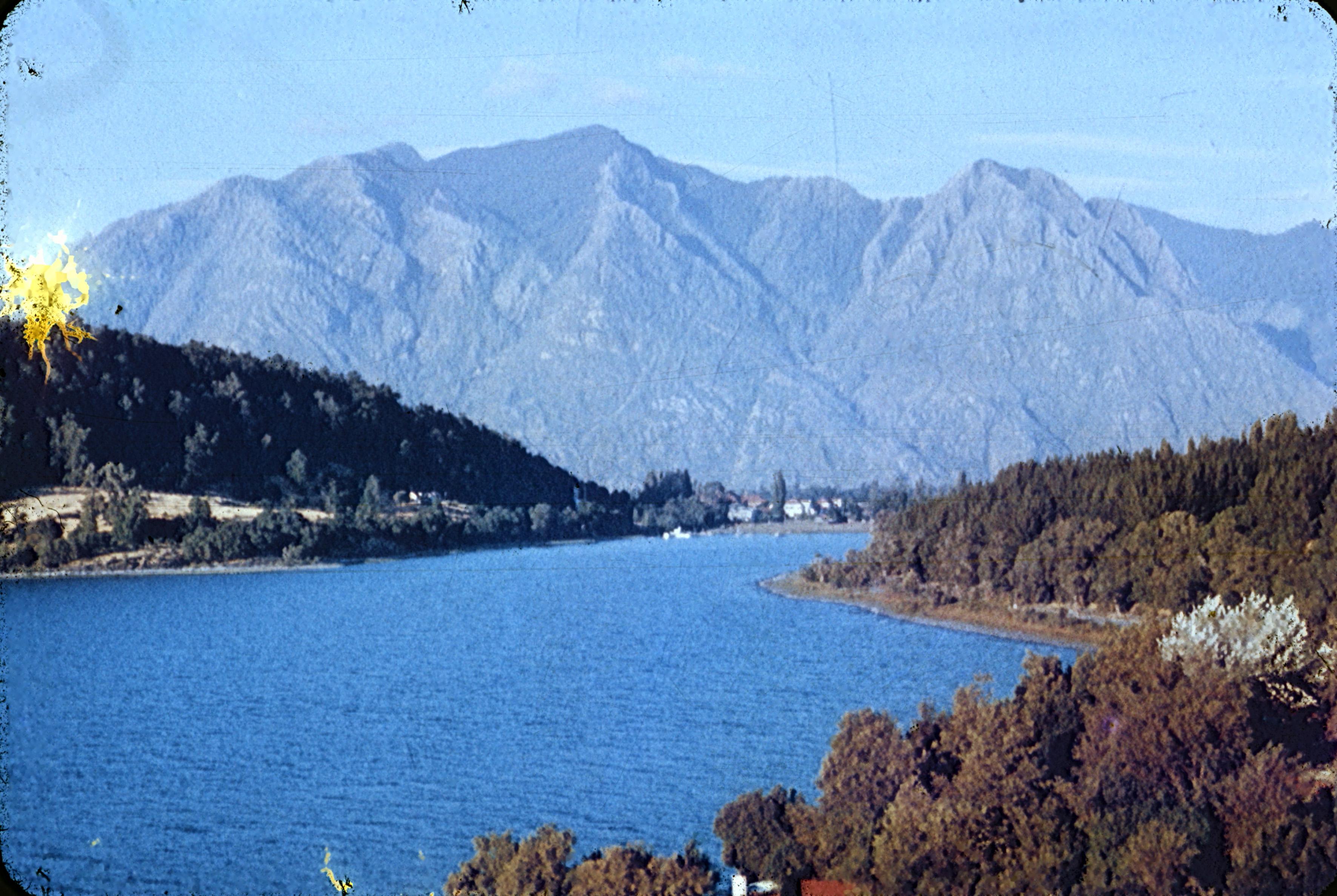Enterreno - Fotos históricas de chile - fotos antiguas de Chile - Lago Villarrica desde el sur, 1960s