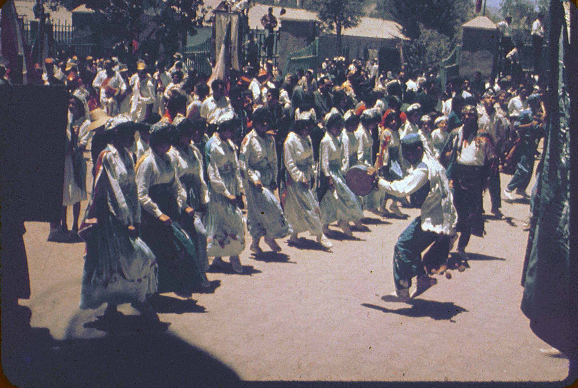 Enterreno - Fotos históricas de chile - fotos antiguas de Chile - Baile de los Chinos de Andacollo, 1960s