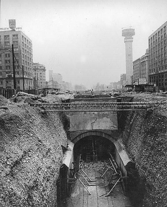 Enterreno - Fotos históricas de chile - fotos antiguas de Chile - Construcción de la Línea 1 del Metro, 1971