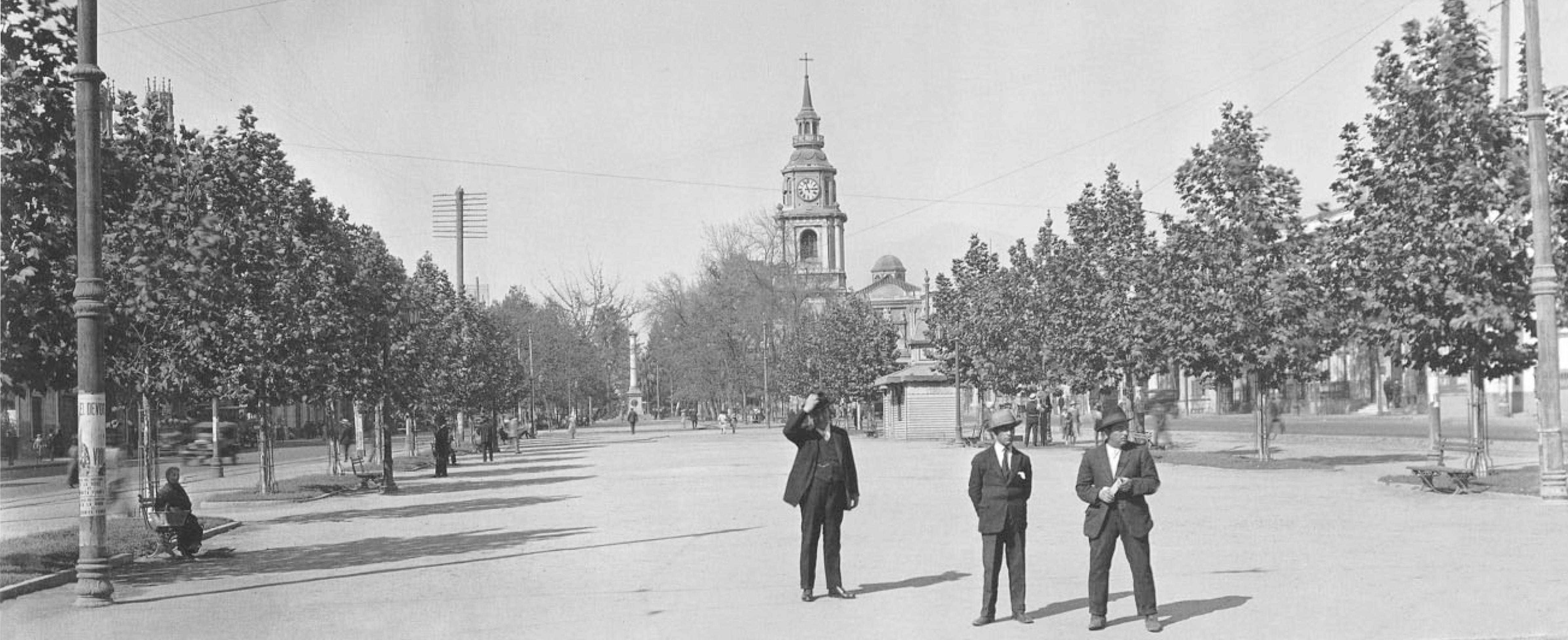Enterreno - Fotos históricas de chile - fotos antiguas de Chile - Hombre en la Alameda en 1927