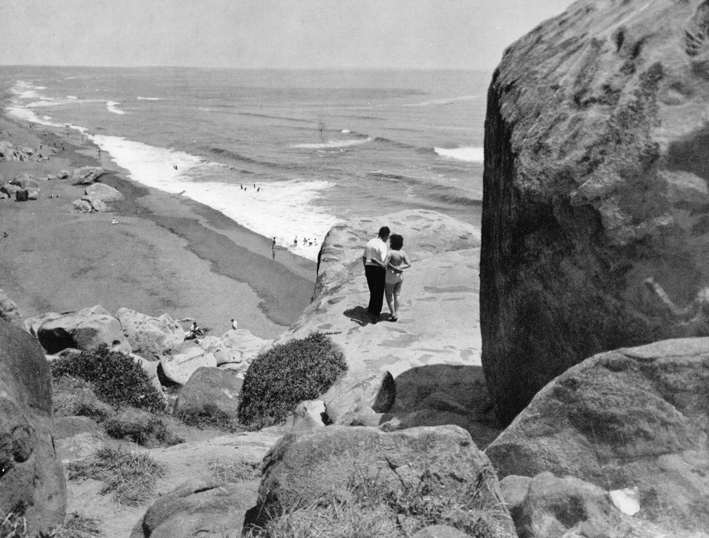 Enterreno - Fotos históricas de chile - fotos antiguas de Chile - Rocas de Santo Domingo en 1959