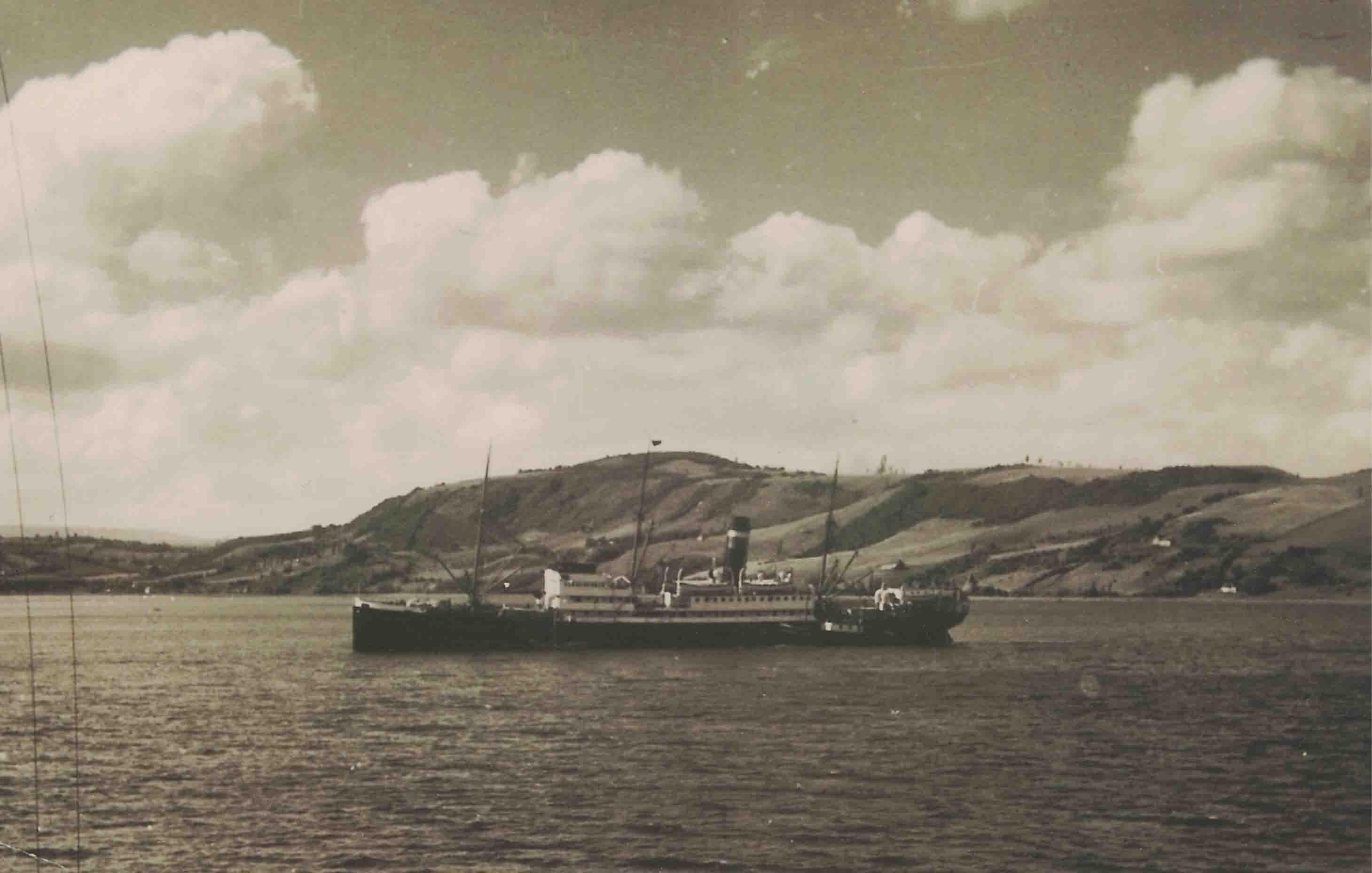 Enterreno - Fotos históricas de chile - fotos antiguas de Chile - Barco en algún lugar de la PAtagonia en 1940