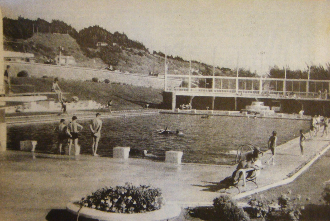 Enterreno - Fotos históricas de chile - fotos antiguas de Chile - Piscina Rocas de Santo Domingo en 1949