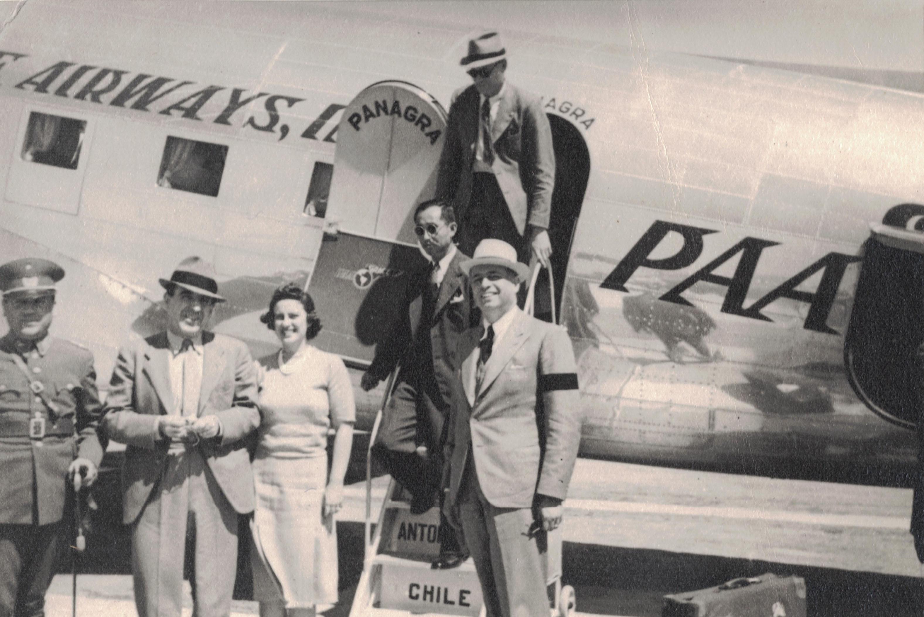 Enterreno - Fotos históricas de chile - fotos antiguas de Chile - Ministro llegando a Arica en 1941