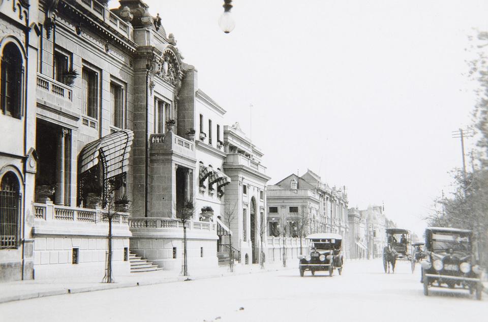 Enterreno - Fotos históricas de chile - fotos antiguas de Chile - Alameda de Santiago ca. 1920