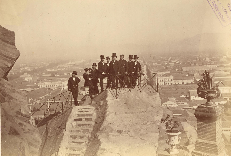 Enterreno - Fotos históricas de chile - fotos antiguas de Chile - Inauguración Cerro Santa Lucía año 1874