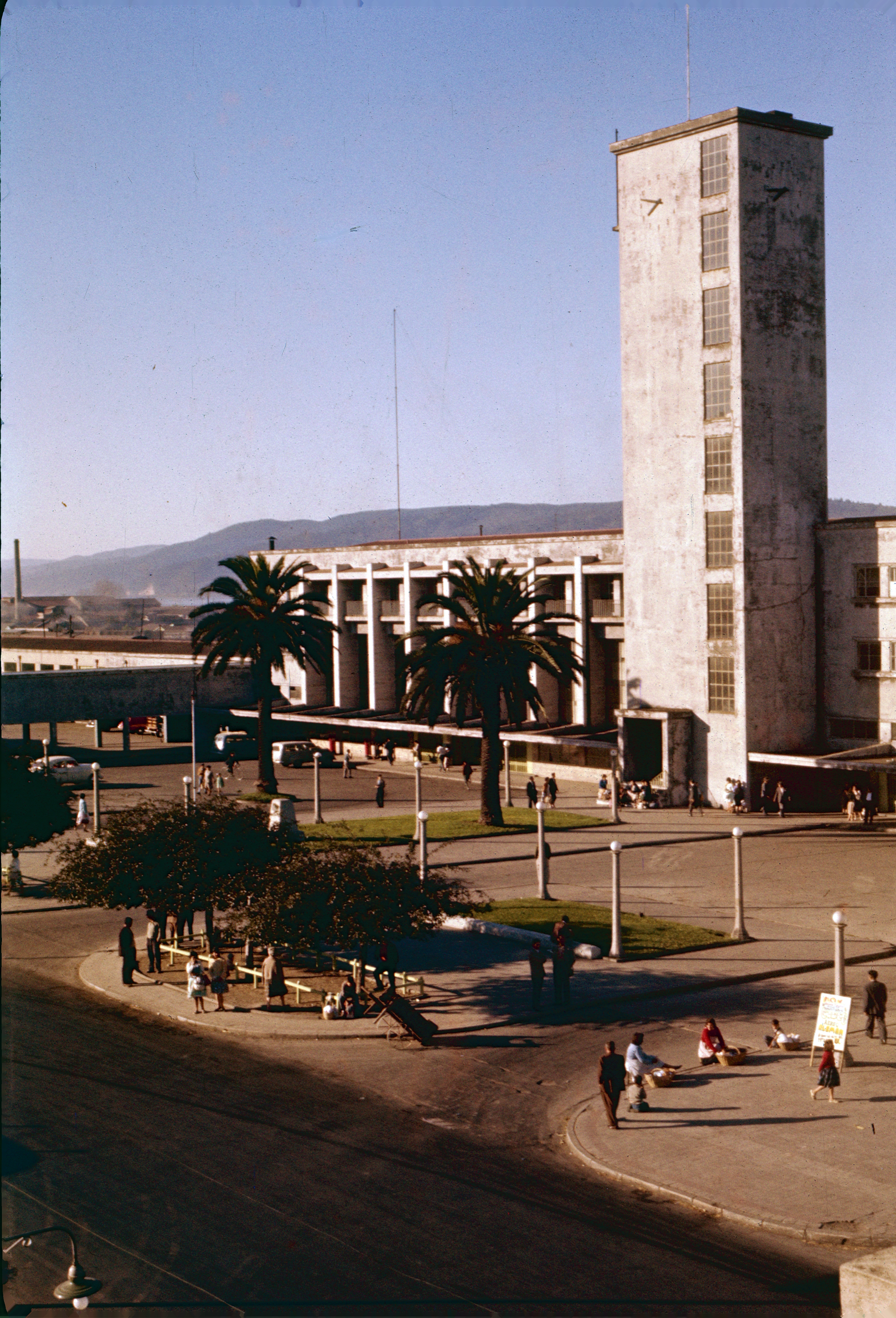 Enterreno - Fotos históricas de chile - fotos antiguas de Chile - Estación de Ferrocarriles de Concepción en los años 60s