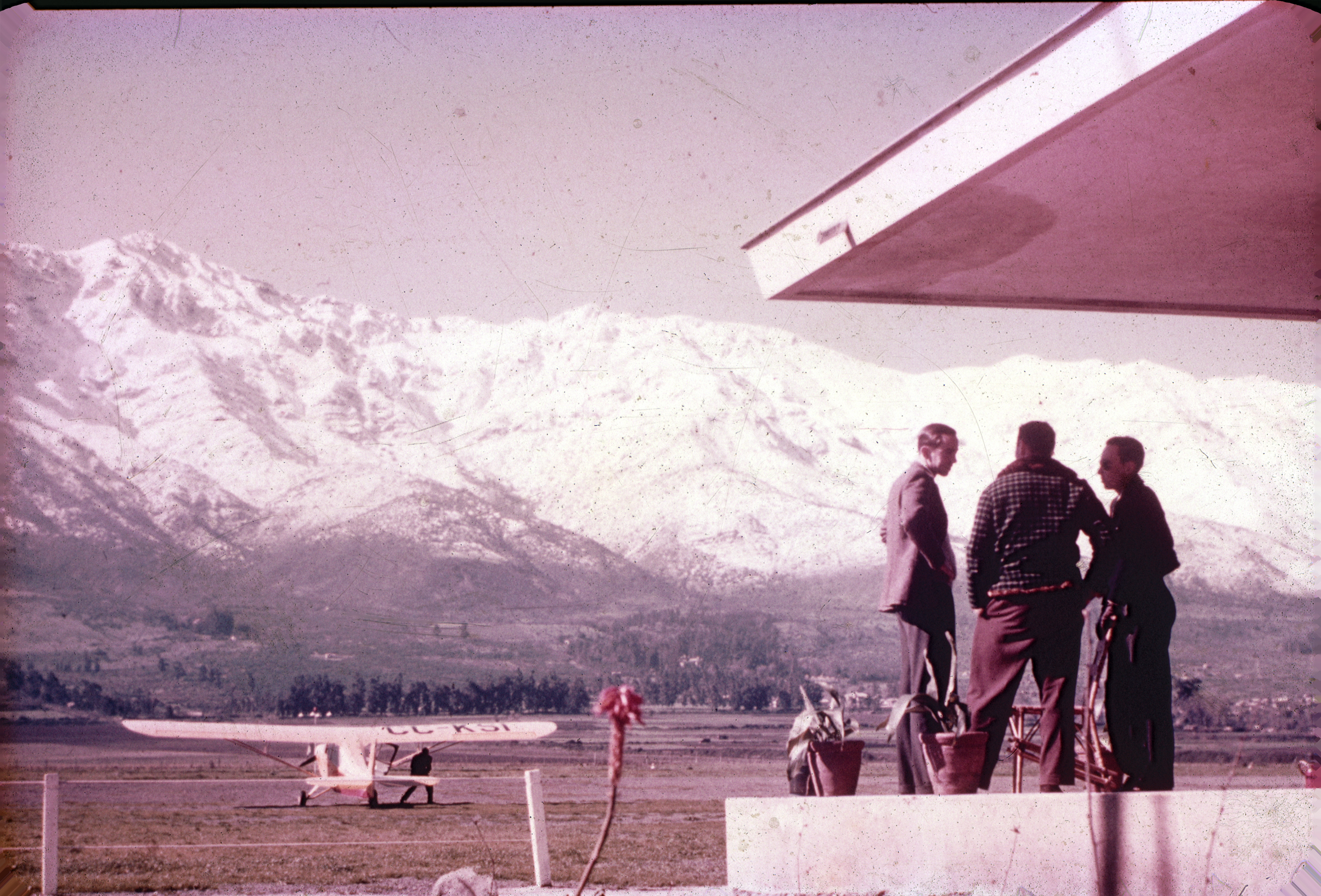 Enterreno - Fotos históricas de chile - fotos antiguas de Chile - Aeródromo de Tobalaba 60's