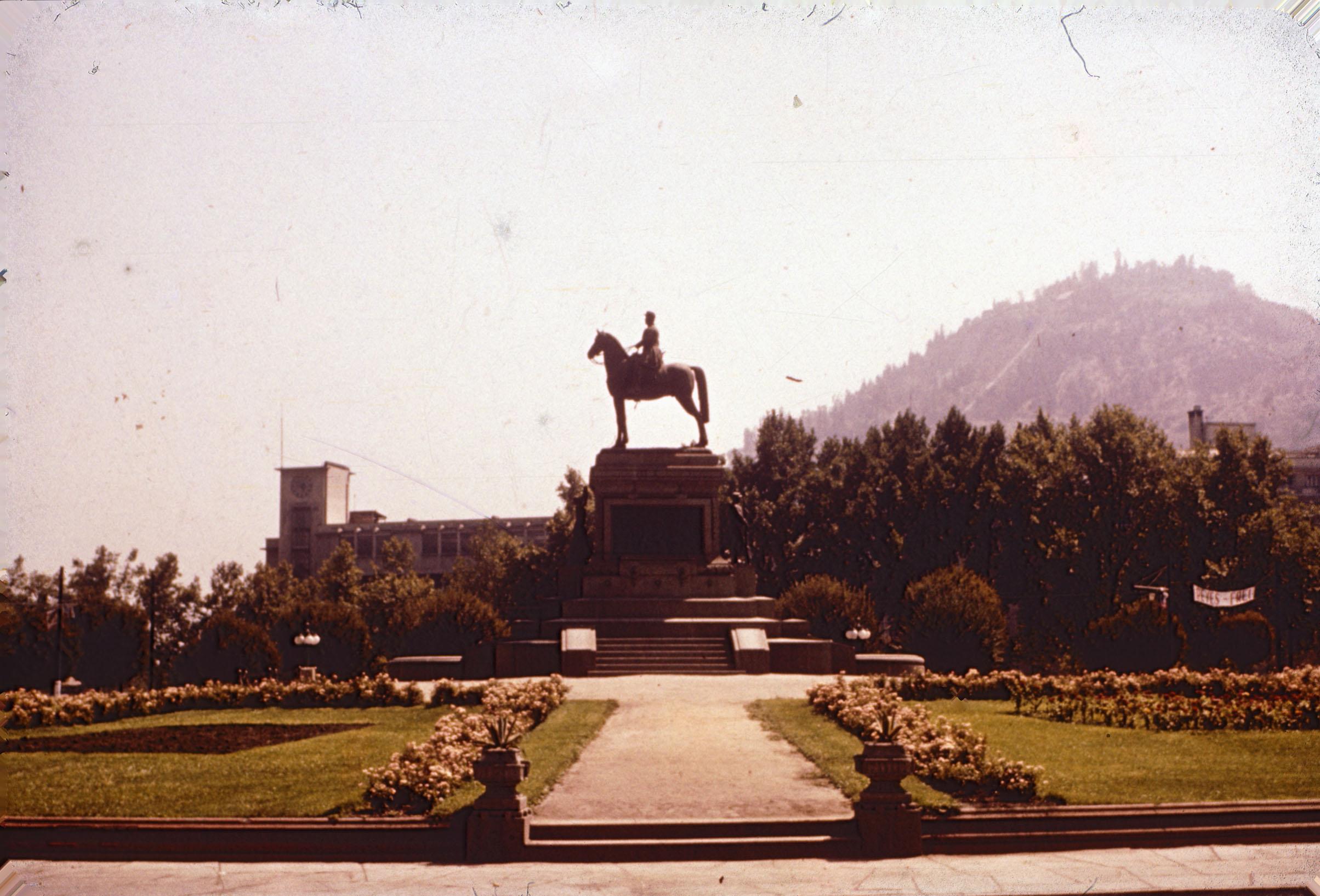 Enterreno - Fotos históricas de chile - fotos antiguas de Chile - Plaza Baquedano en los 60s.