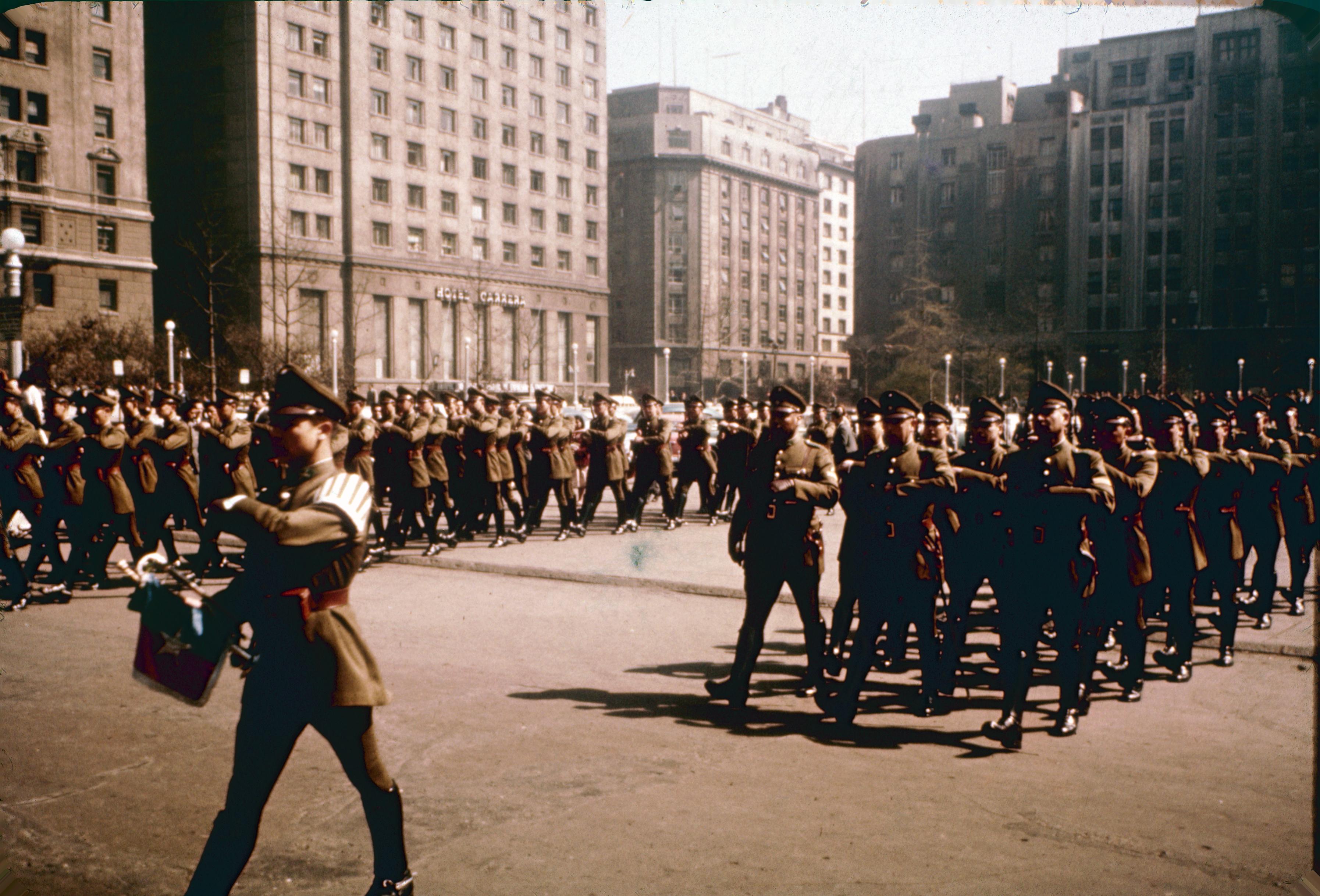 Enterreno - Fotos históricas de chile - fotos antiguas de Chile - Plaza la Constitución en los 60´s