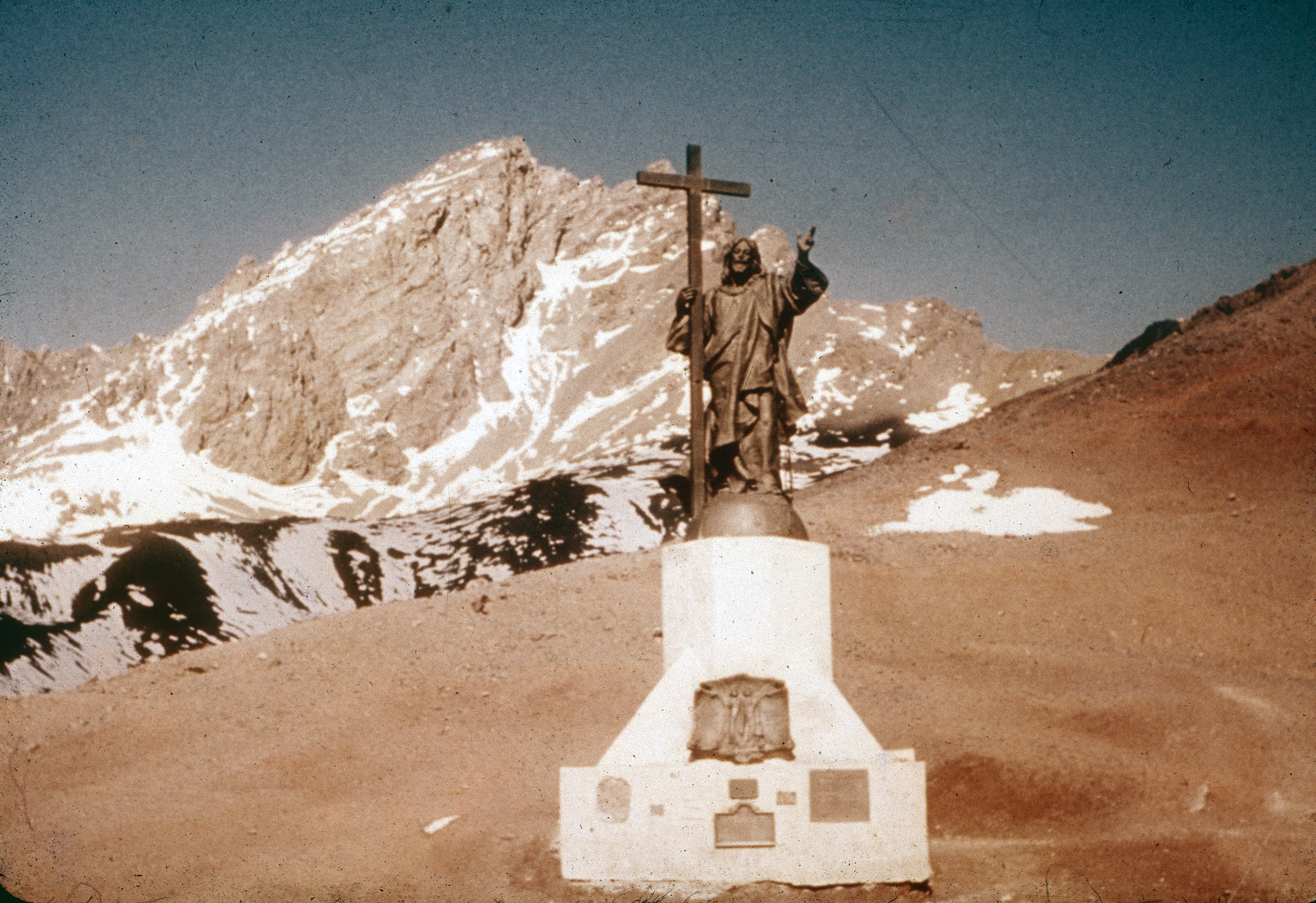 Enterreno - Fotos históricas de chile - fotos antiguas de Chile - Monumento al Cristo Redentor de los Andes, años 60