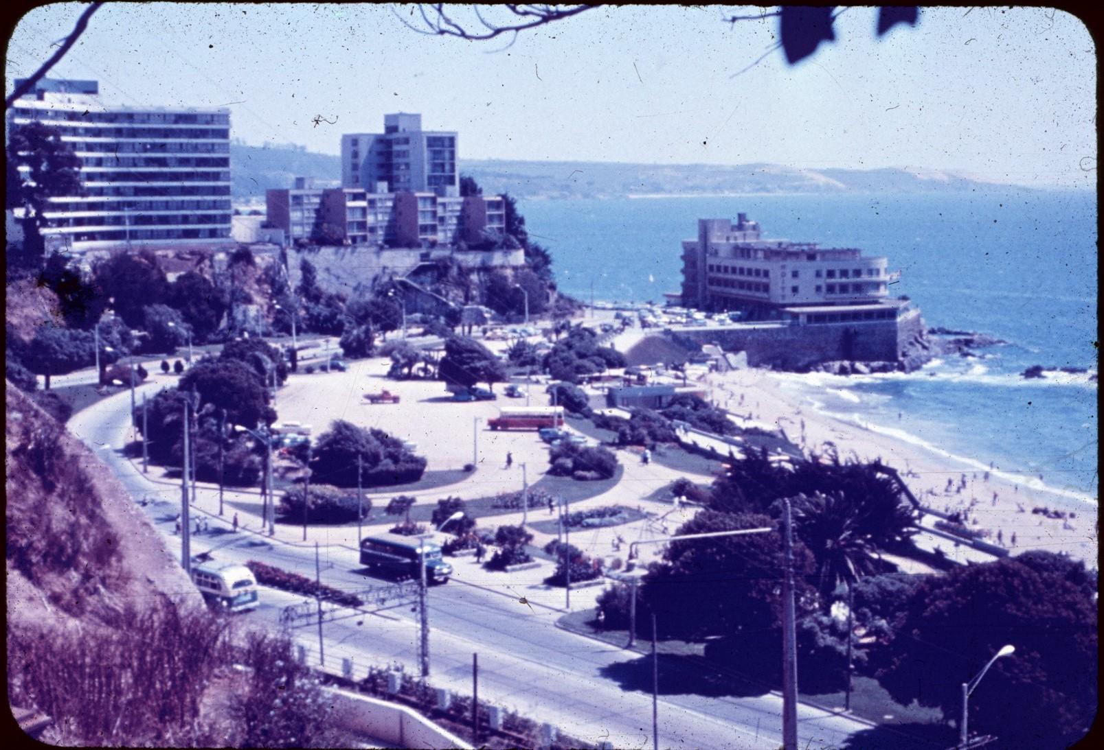 Enterreno - Fotos históricas de chile - fotos antiguas de Chile - Antiguo edificio del Hotel Miramar años 60s