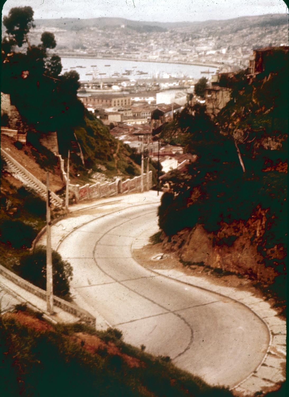 Enterreno - Fotos históricas de chile - fotos antiguas de Chile - Calle Orompello, Valparaíso. 1960