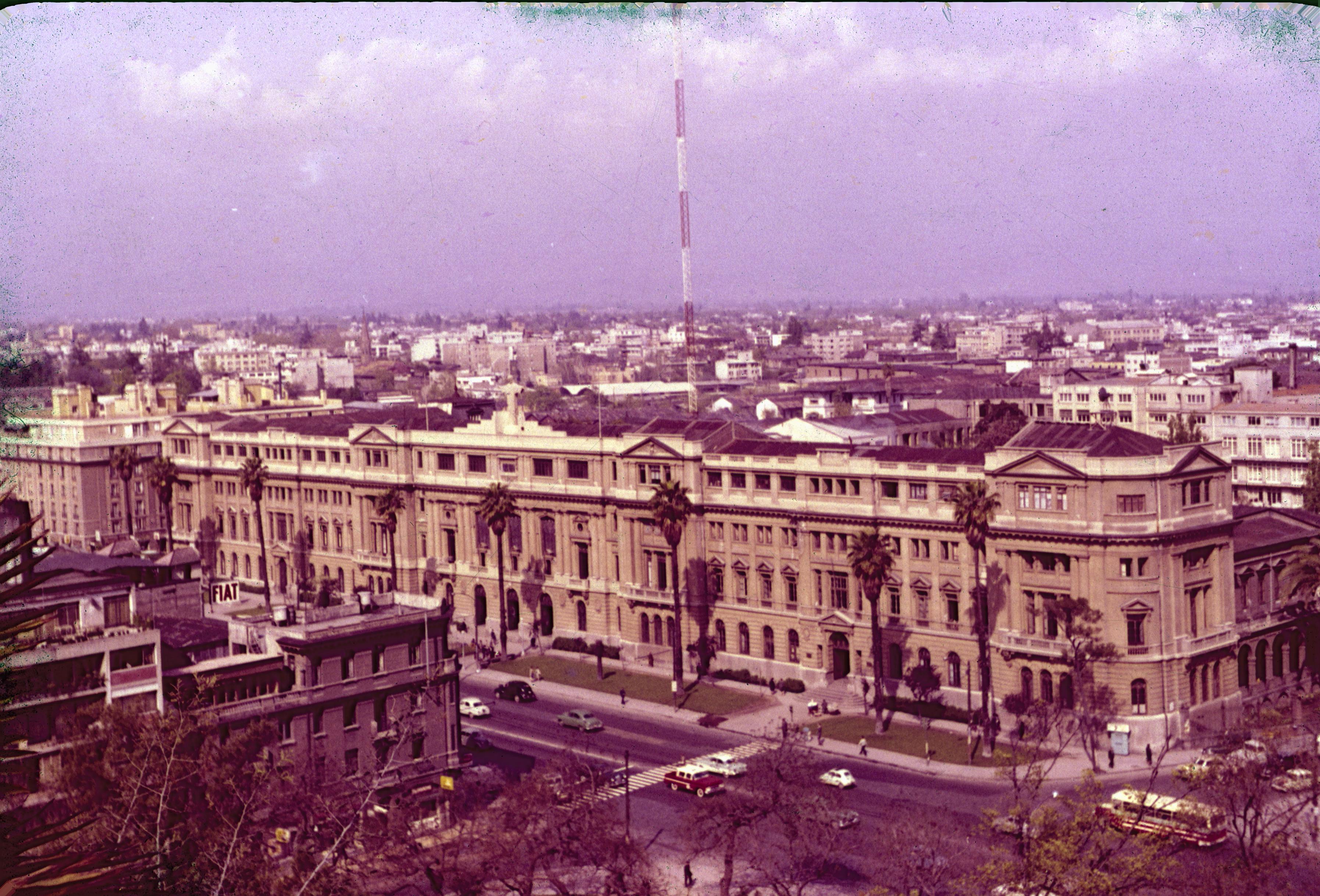 Enterreno - Fotos históricas de chile - fotos antiguas de Chile - Universidad Católica en los años 60´s