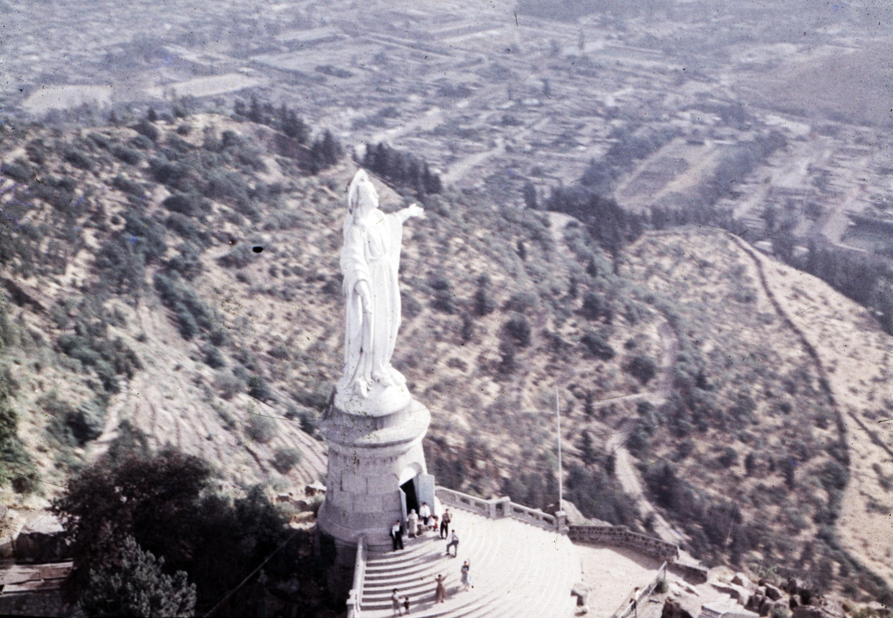 Enterreno - Fotos históricas de chile - fotos antiguas de Chile - Santuario Inmaculada Concepción, Cerro San Cristóbal en los 60's