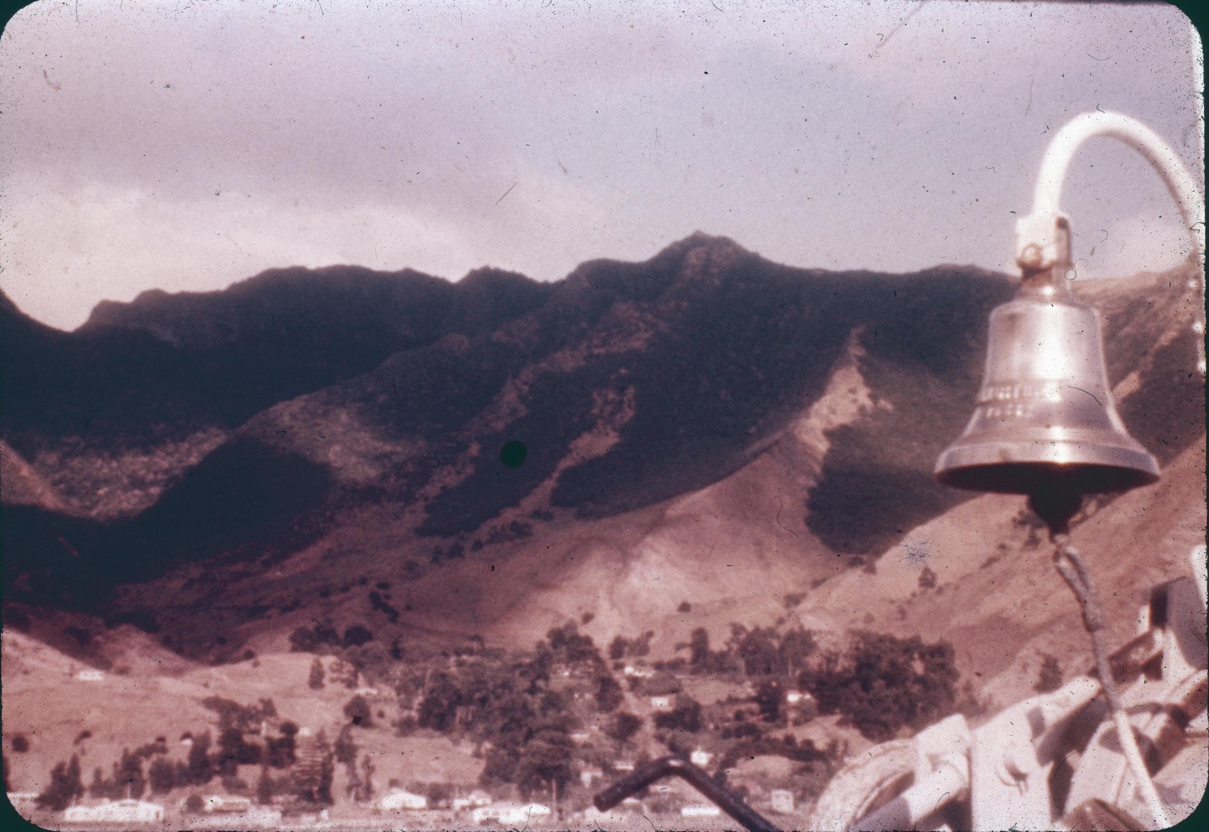 Enterreno - Fotos históricas de chile - fotos antiguas de Chile - Isla de Robinson Crusoe, Archipiélago de Juan Fernandez, 1960