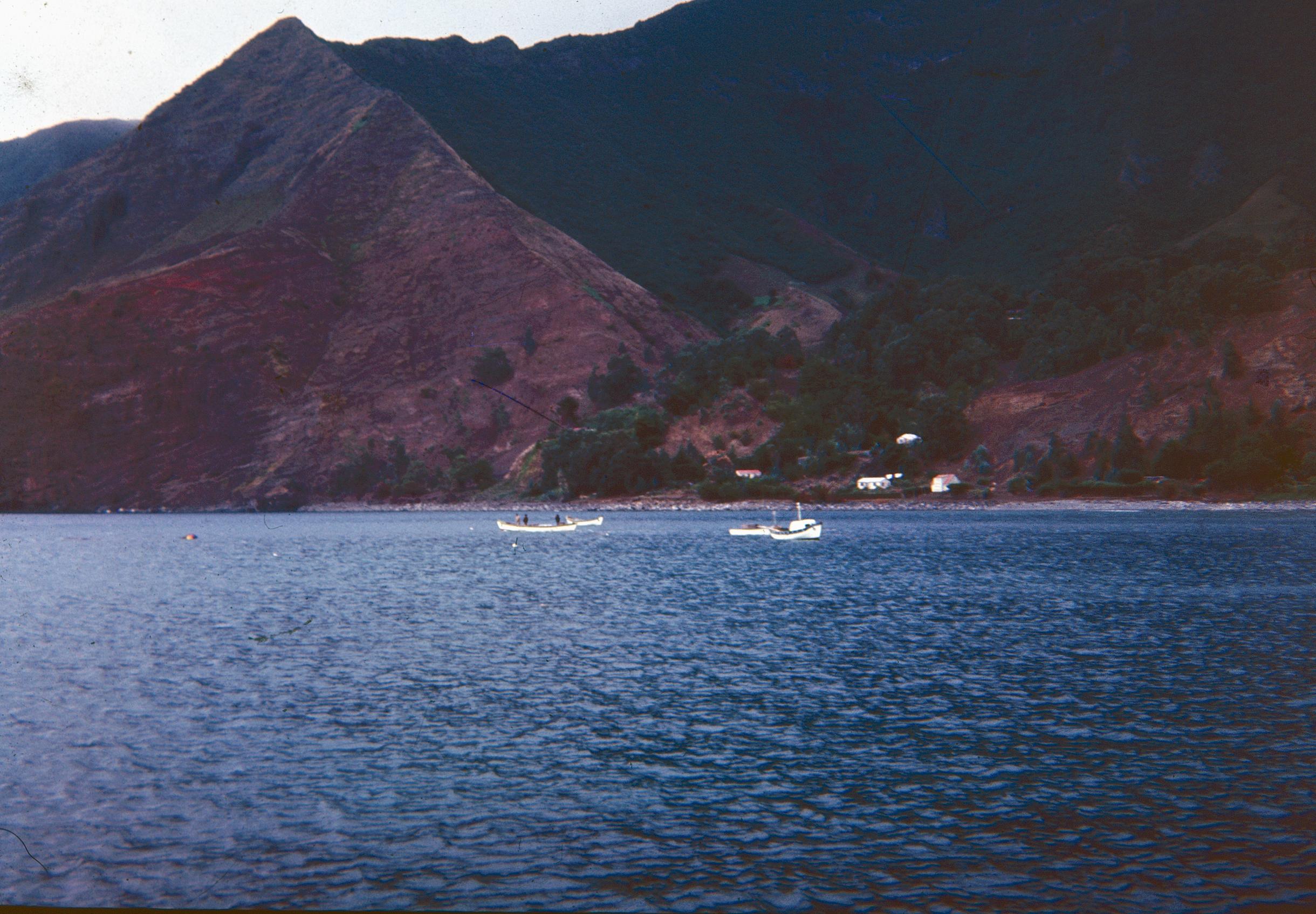 Enterreno - Fotos históricas de chile - fotos antiguas de Chile - Juan Fernández en el océano, Años 60