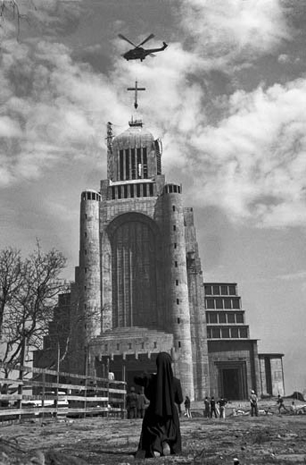 Enterreno - Fotos históricas de chile - fotos antiguas de Chile - Templo Votivo de Maipu en 1973