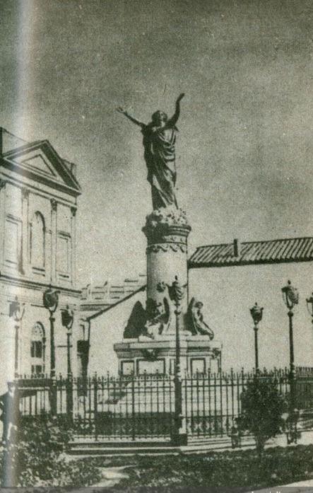 Enterreno - Fotos históricas de chile - fotos antiguas de Chile - Monumento conmemorativo del Incendio de la Iglesia de la Compañía de Jesús en 1880