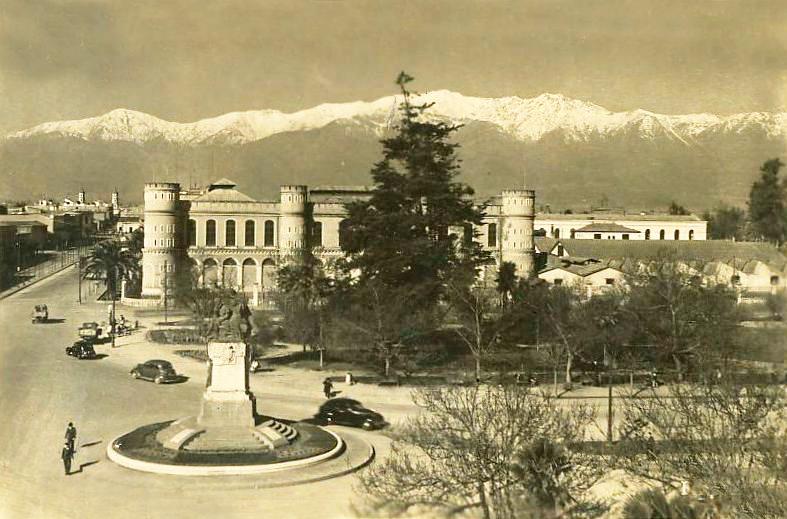 Enterreno - Fotos históricas de chile - fotos antiguas de Chile - Plaza Ercilla en avenida Blanco Encalada en 1939