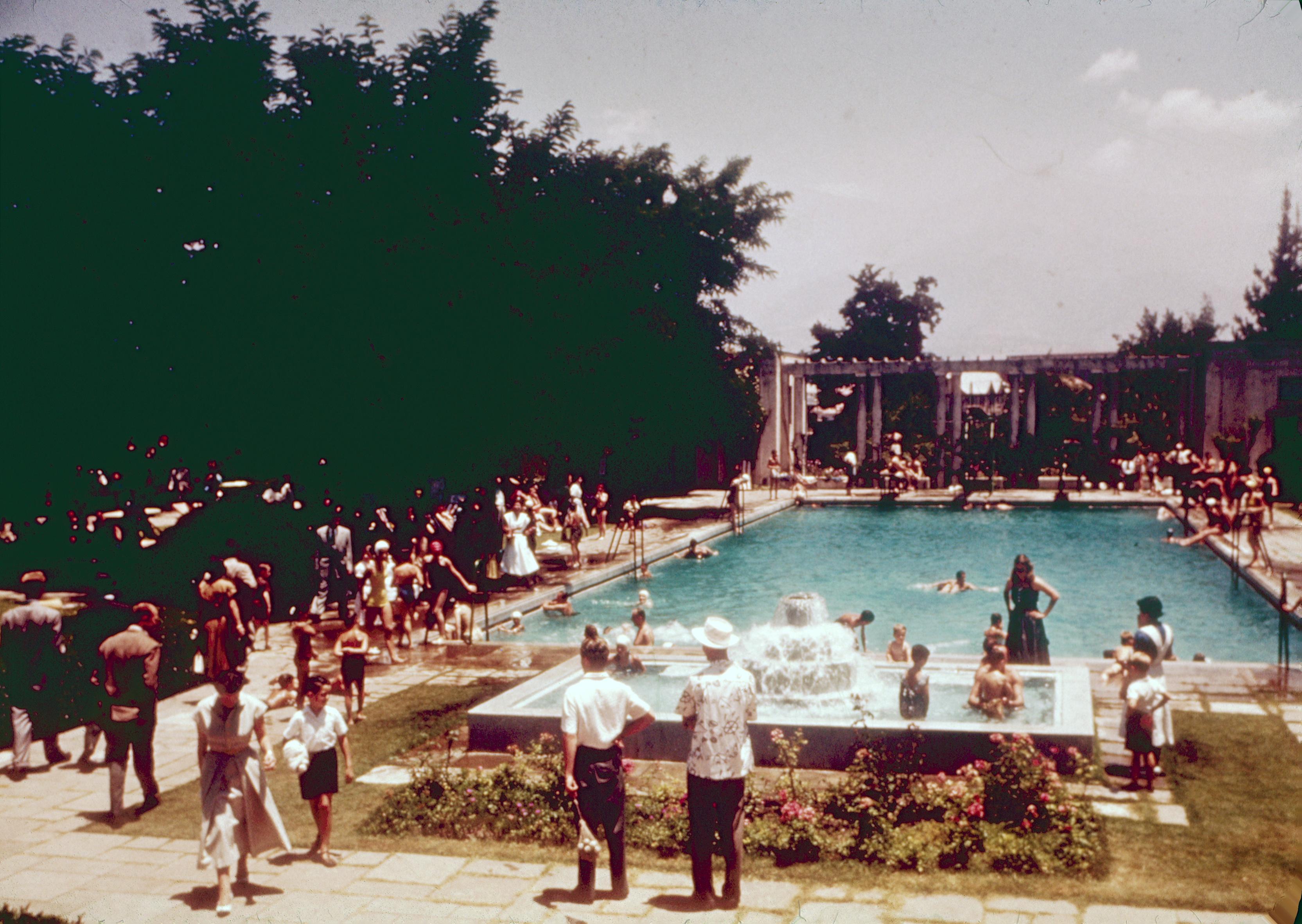 Enterreno - Fotos históricas de chile - fotos antiguas de Chile - Piscina Club de Golf Los Leones en los 60's