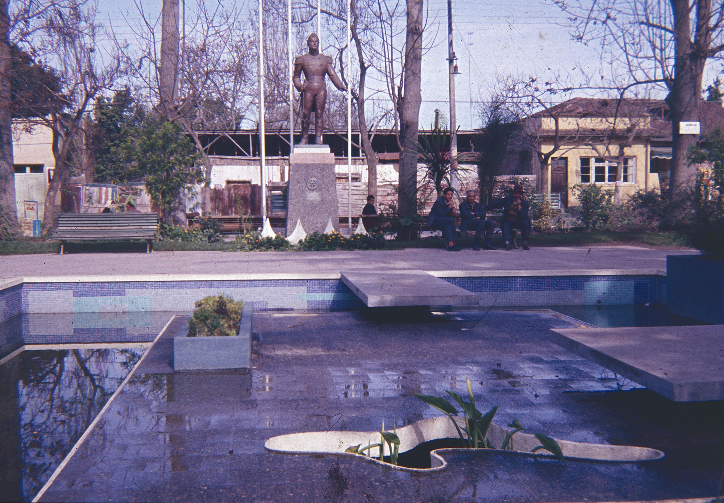 Enterreno - Fotos históricas de chile - fotos antiguas de Chile - Plaza de Armas de Peñaflor en los 60s