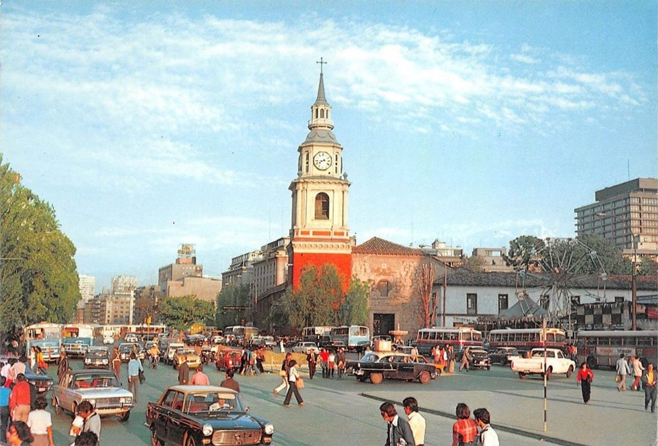 Enterreno - Fotos históricas de chile - fotos antiguas de Chile - Iglesia San Francisco, Alameda, Santiago 1976