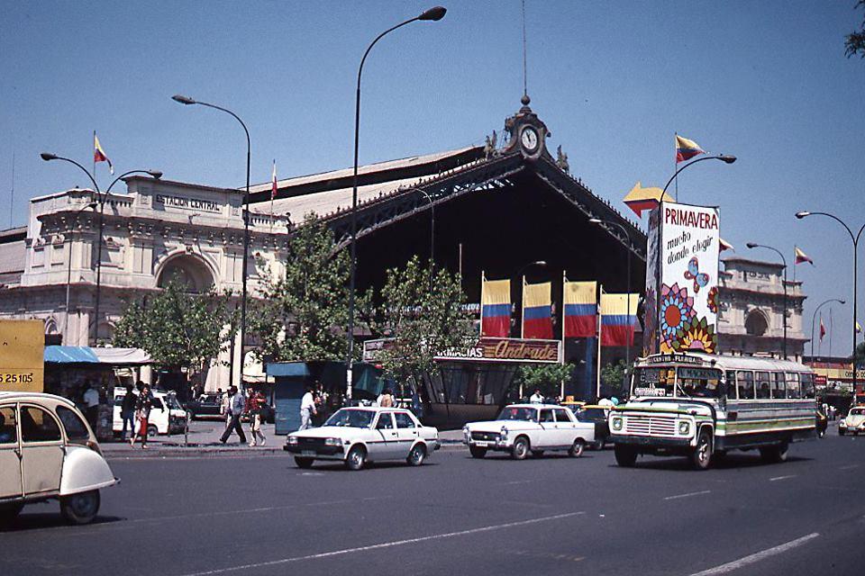 Enterreno - Fotos históricas de chile - fotos antiguas de Chile - Av Alameda y Estación Central, 1989