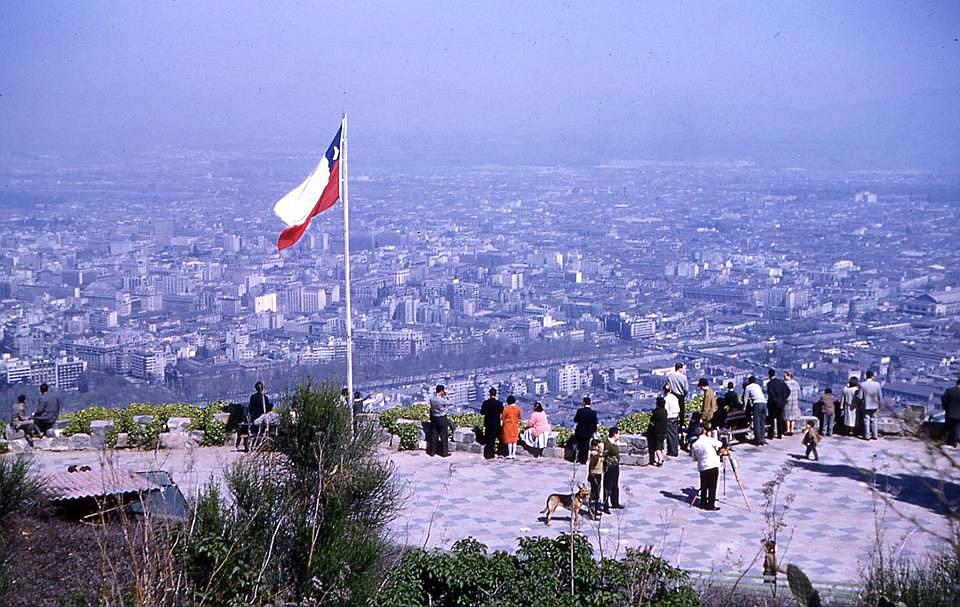 Enterreno - Fotos históricas de chile - fotos antiguas de Chile - Vista desde el cerro San Cristóbal en 1963