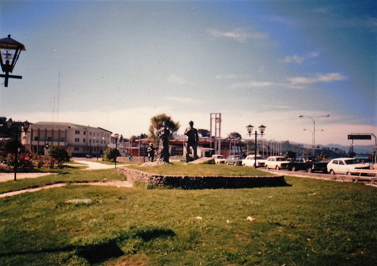 Enterreno - Fotos históricas de chile - fotos antiguas de Chile - Plaza de Armas de Puerto Montt en 1990