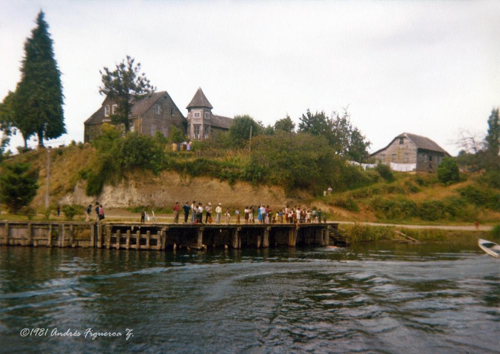Enterreno - Fotos históricas de chile - fotos antiguas de Chile - Muelle Chile de Puerto Octay en 1981
