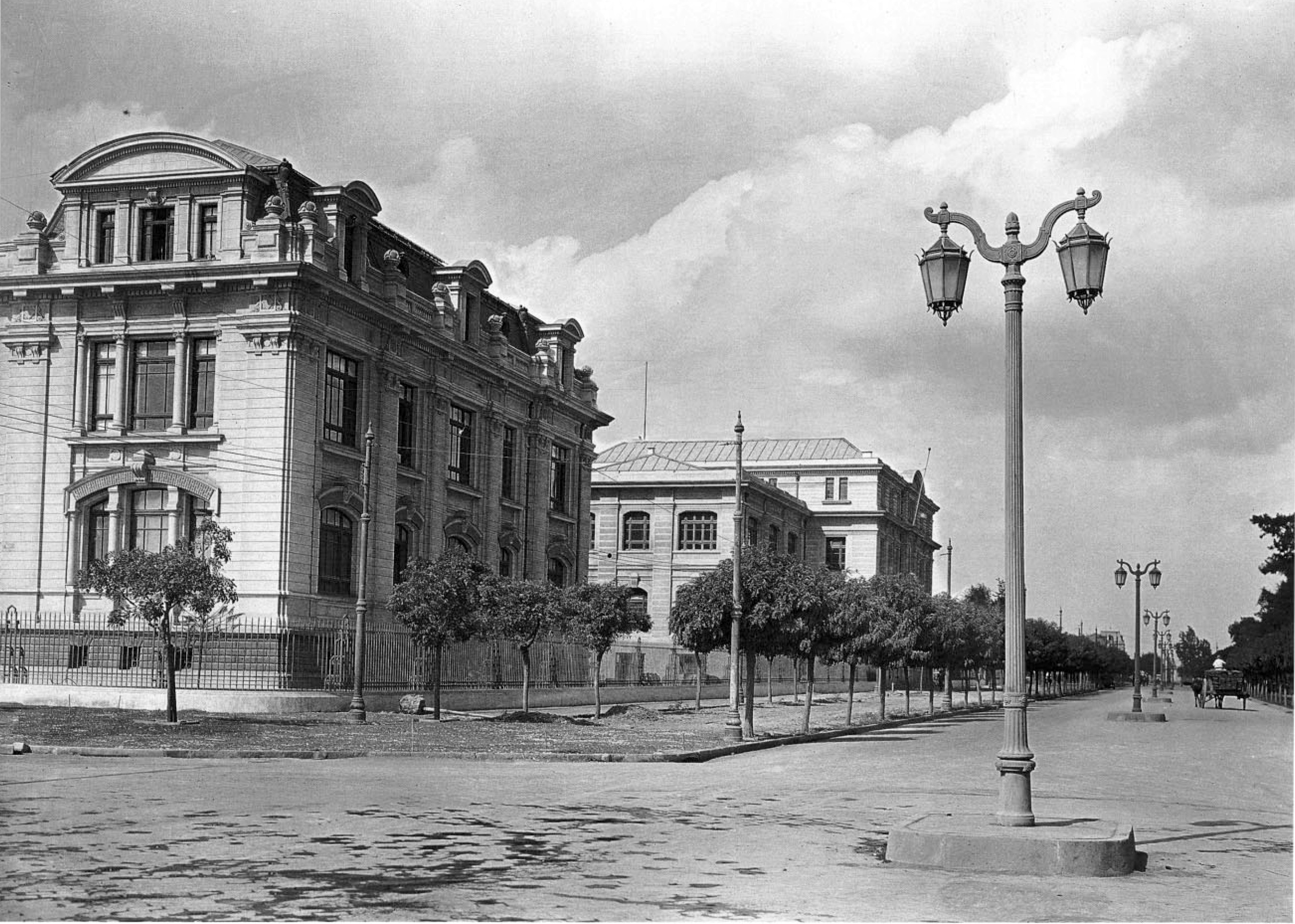 Enterreno - Fotos históricas de chile - fotos antiguas de Chile - Escuela de Ingeniería de la Universidad de Chile, 1930