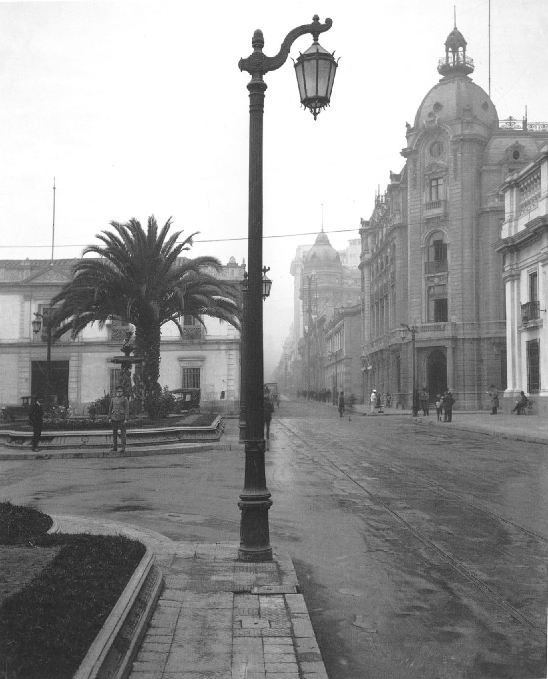 Enterreno - Fotos históricas de chile - fotos antiguas de Chile - Diario Ilustrado y Palacio de La Moneda, 1927