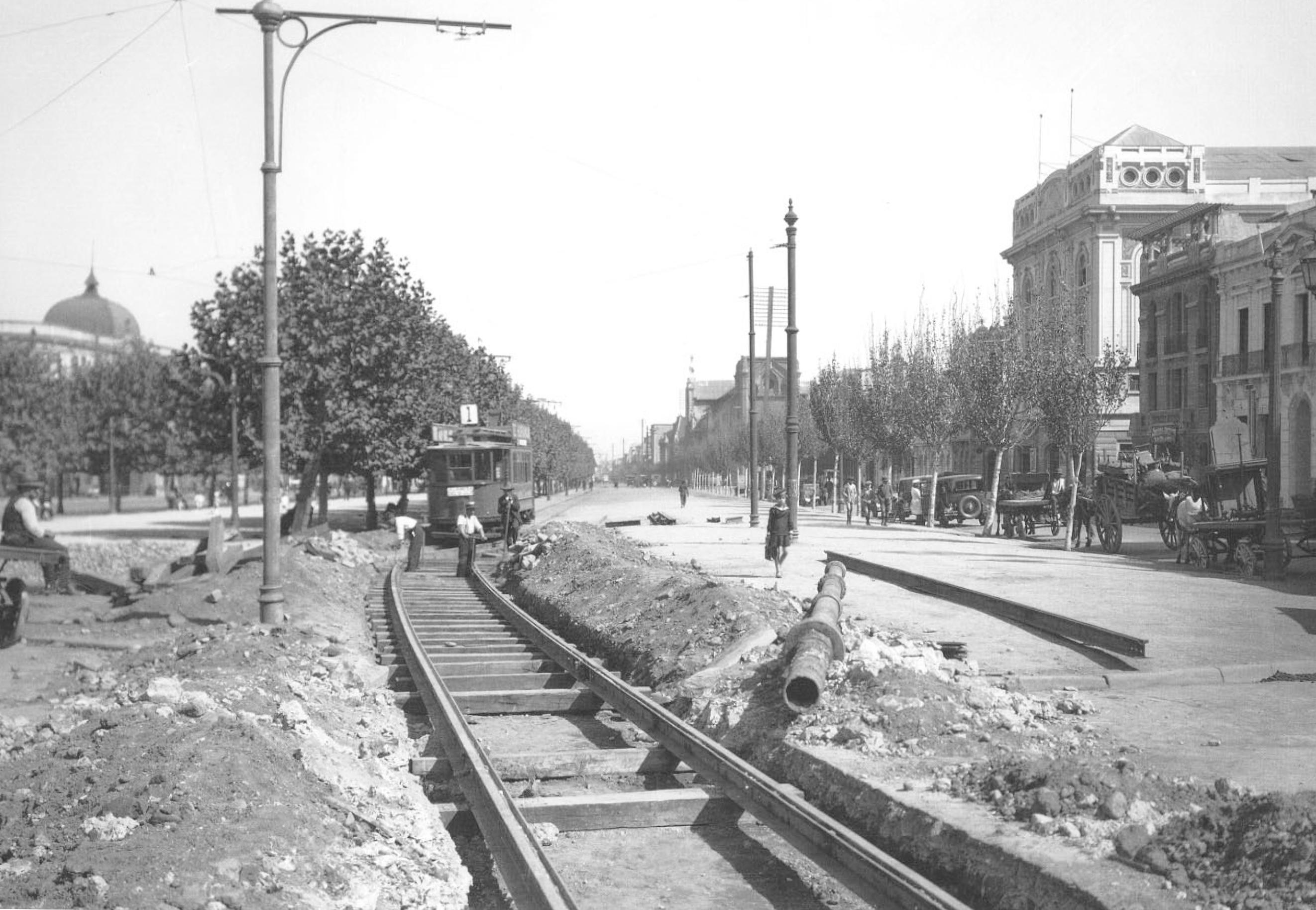 Enterreno - Fotos históricas de chile - fotos antiguas de Chile - Instalación líneas de Tranvía, 1928