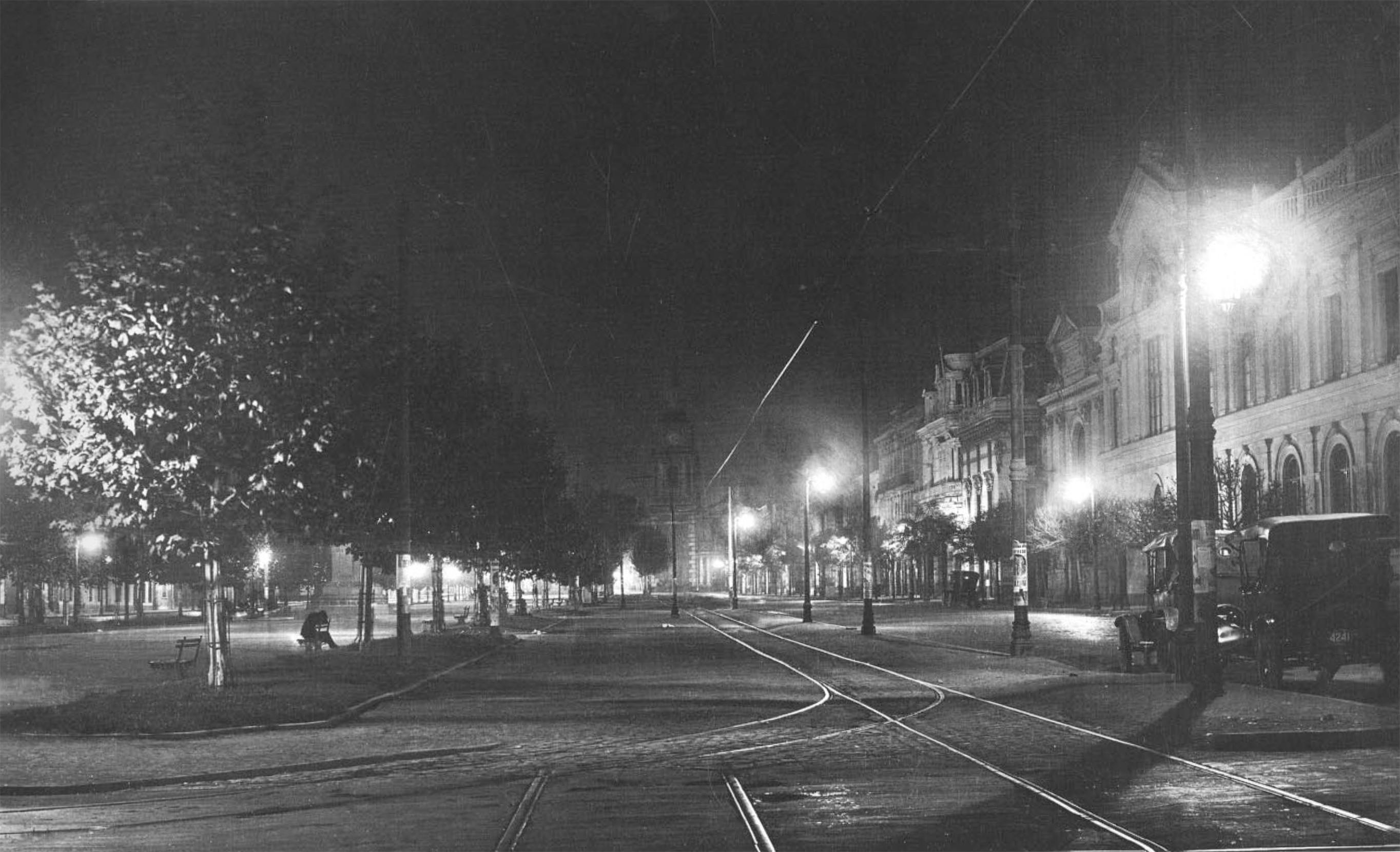 Enterreno - Fotos históricas de chile - fotos antiguas de Chile - Alameda con San Diego, con luminaria nueva en 1927