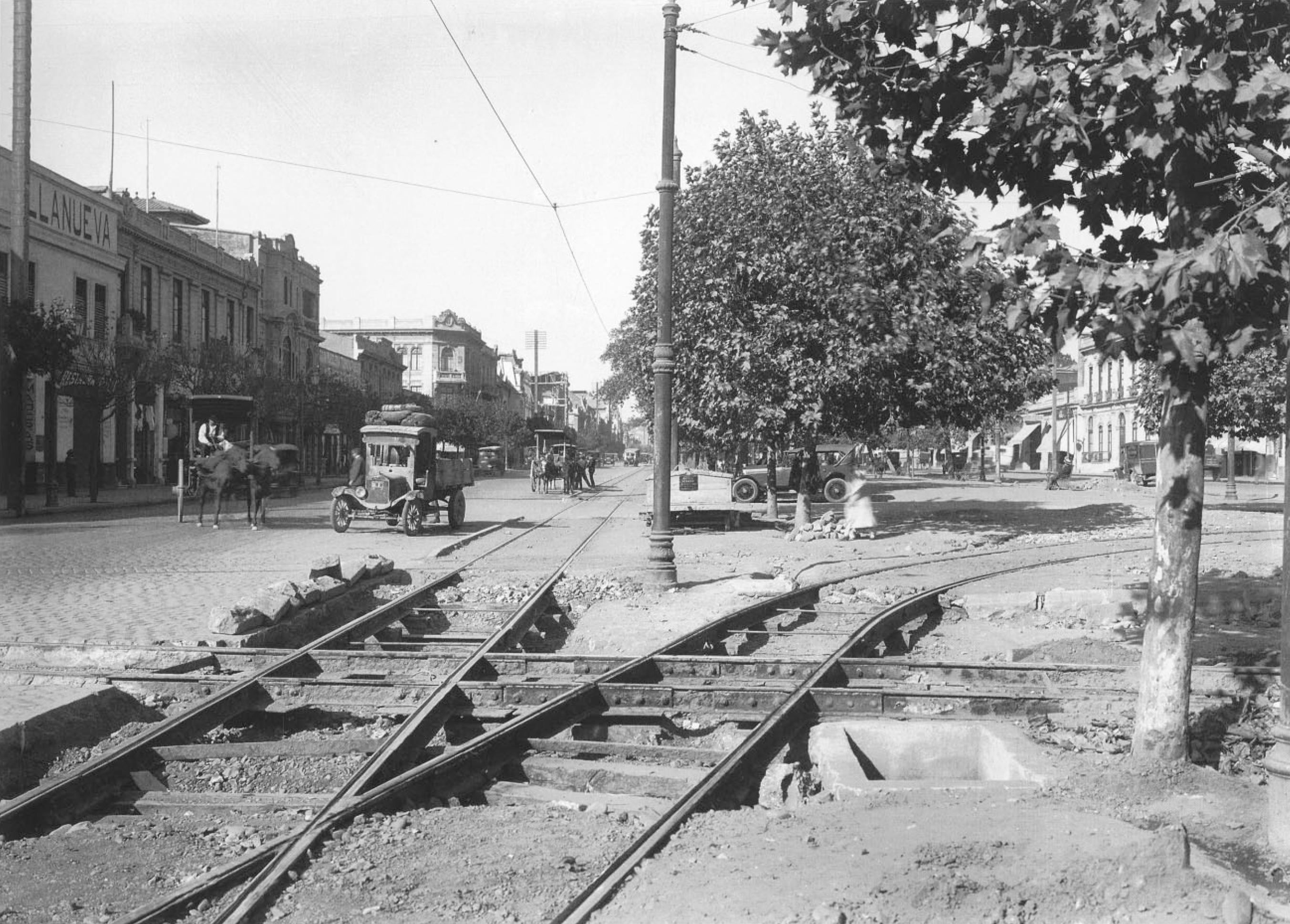 Enterreno - Fotos históricas de chile - fotos antiguas de Chile - Alameda con Esperanza, 1928