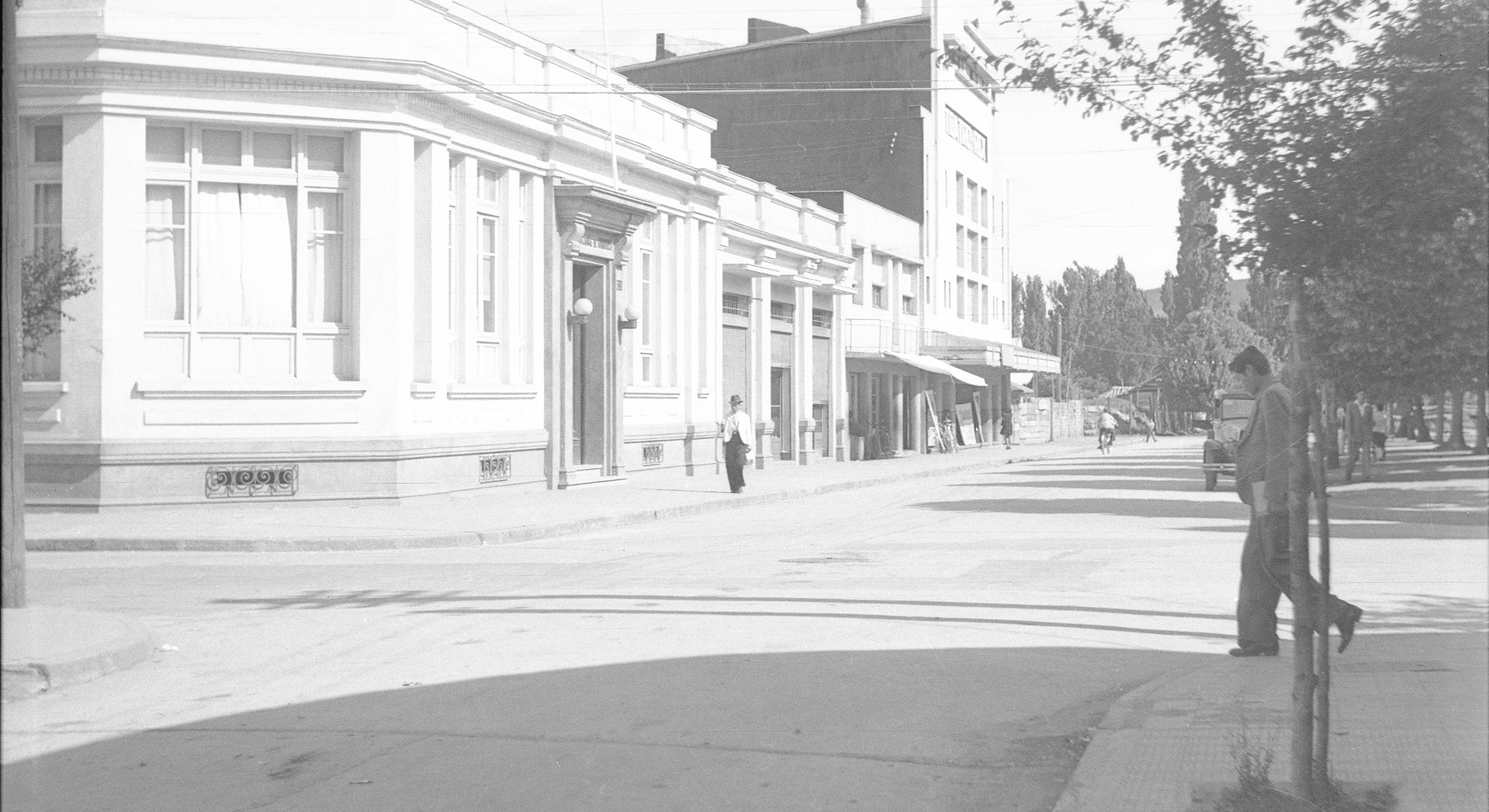 Enterreno - Fotos históricas de chile - fotos antiguas de Chile - Liceo de niñas de Angol en 1952