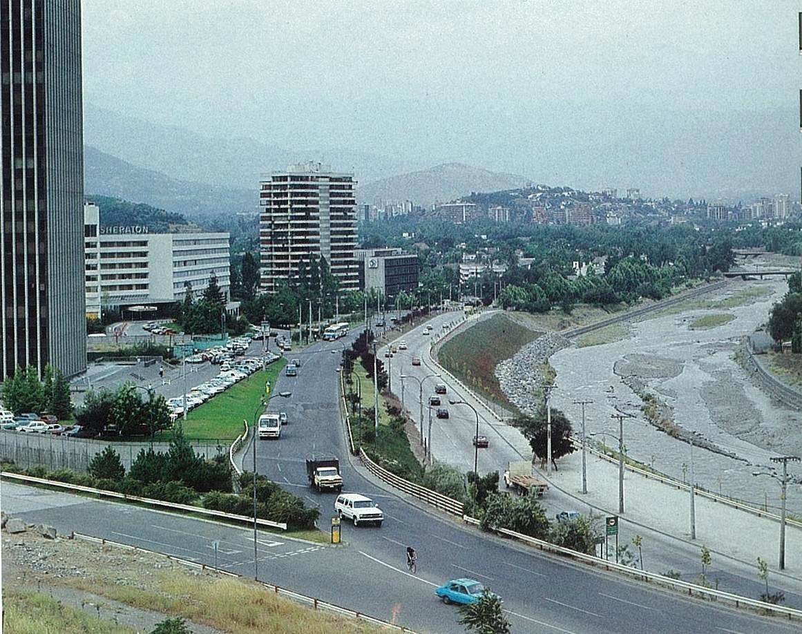 Enterreno - Fotos históricas de chile - fotos antiguas de Chile - Defensas fluviales Río Mapocho en 1983