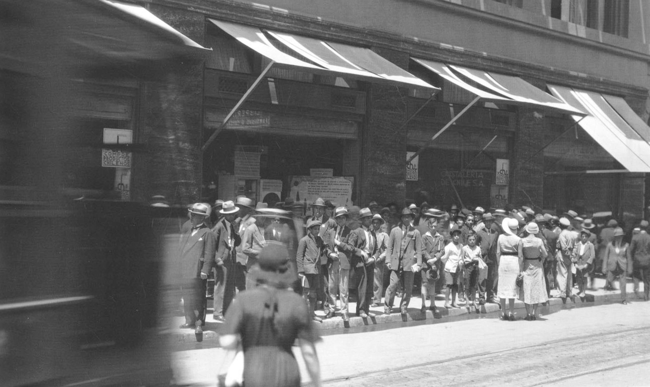 Enterreno - Fotos históricas de chile - fotos antiguas de Chile - Calle Compañía a pasos de Ahumada año 1931