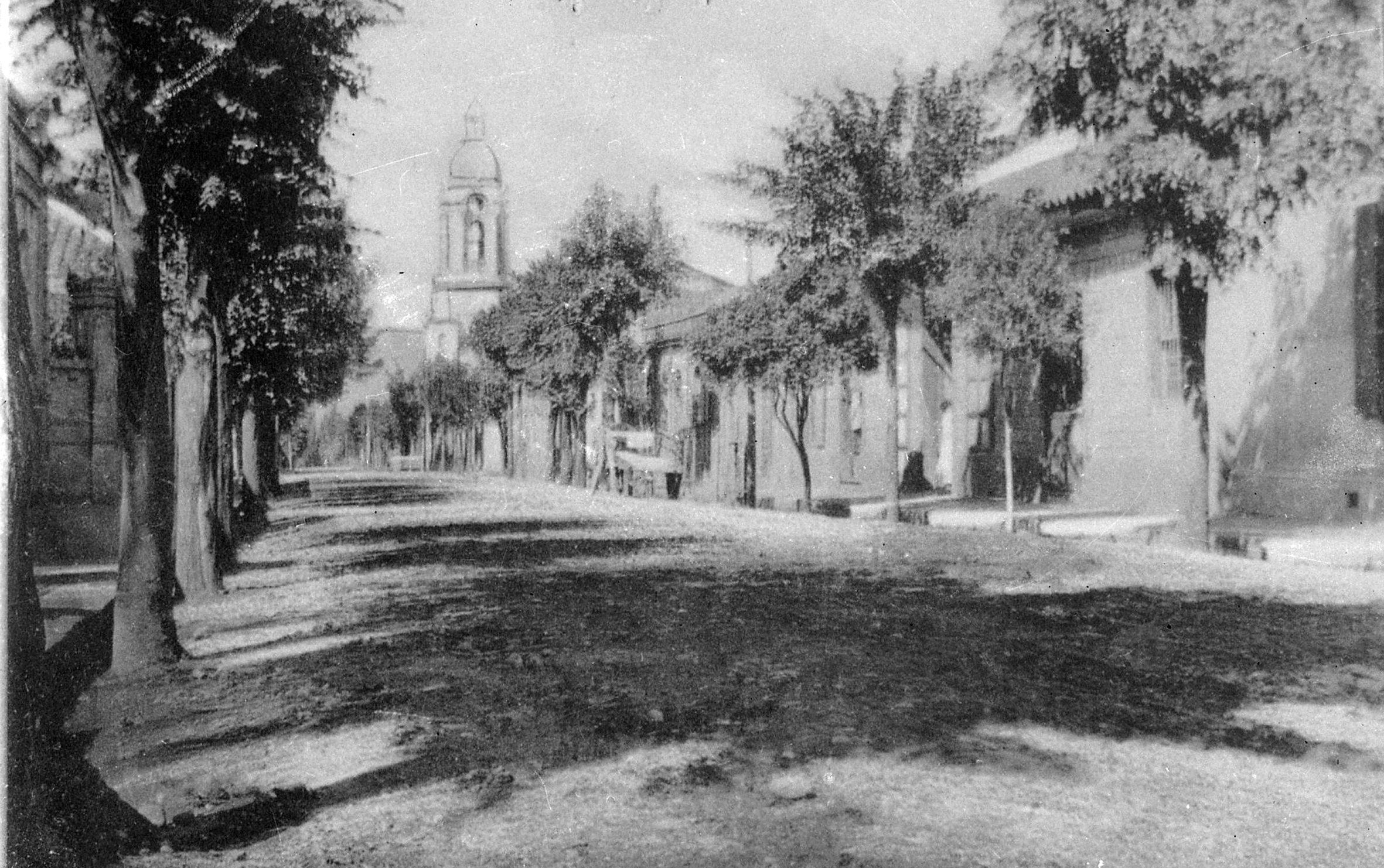 Enterreno - Fotos históricas de chile - fotos antiguas de Chile - Calle Imperial de Angol en 1915