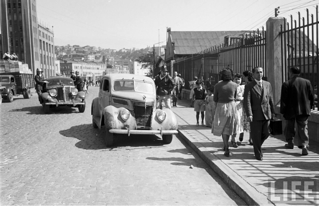 Enterreno - Fotos históricas de chile - fotos antiguas de Chile - Bomberos de Valparaíso en 1950