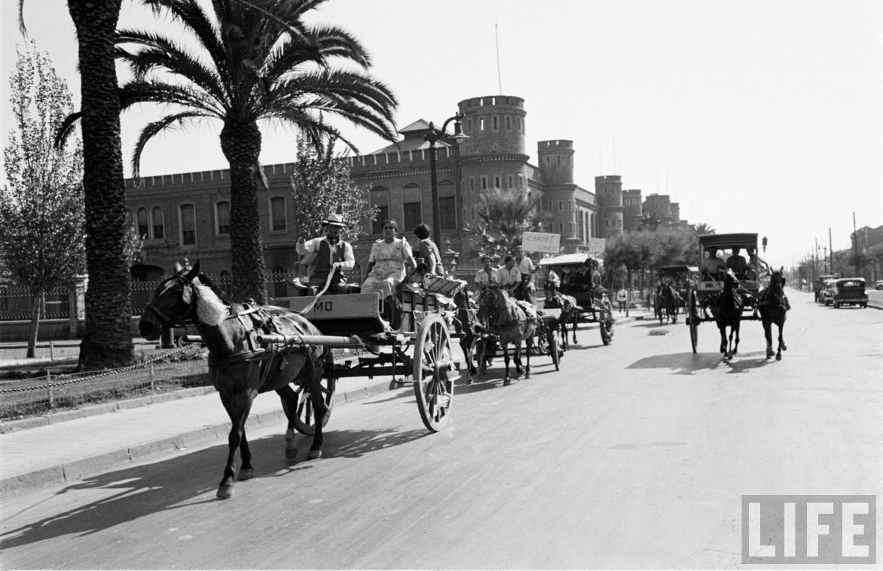 Enterreno - Fotos históricas de chile - fotos antiguas de Chile - Calle Blanco Encalada en 1950