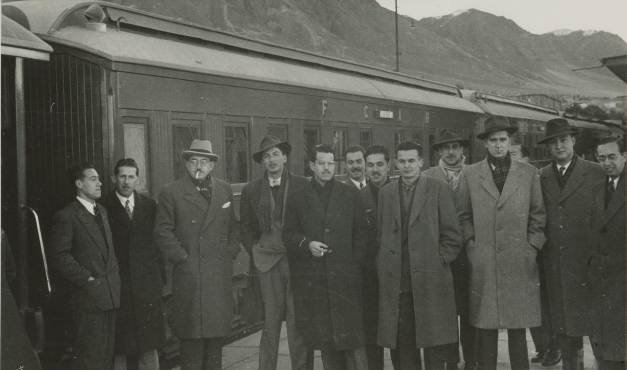 Enterreno - Fotos históricas de chile - fotos antiguas de Chile - Tren Trasandino en el altiplano, 1950