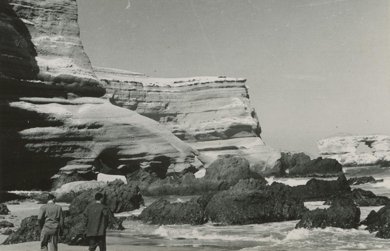 Enterreno - Fotos históricas de chile - fotos antiguas de Chile - Portada de Antofagasta en 1950